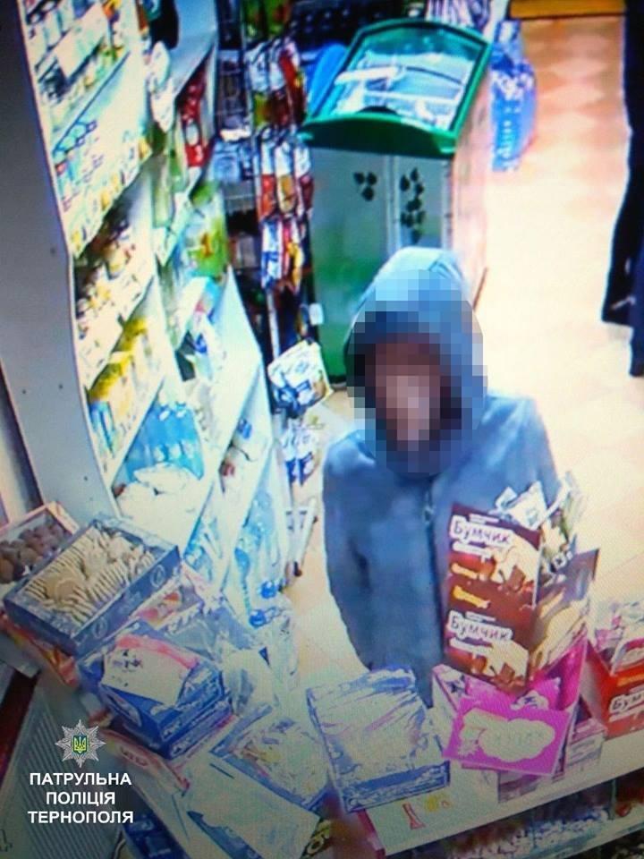 Тернопільські патрульні розшукали чоловіка, який ймовірно обікрав магазин (ФОТО), фото-1