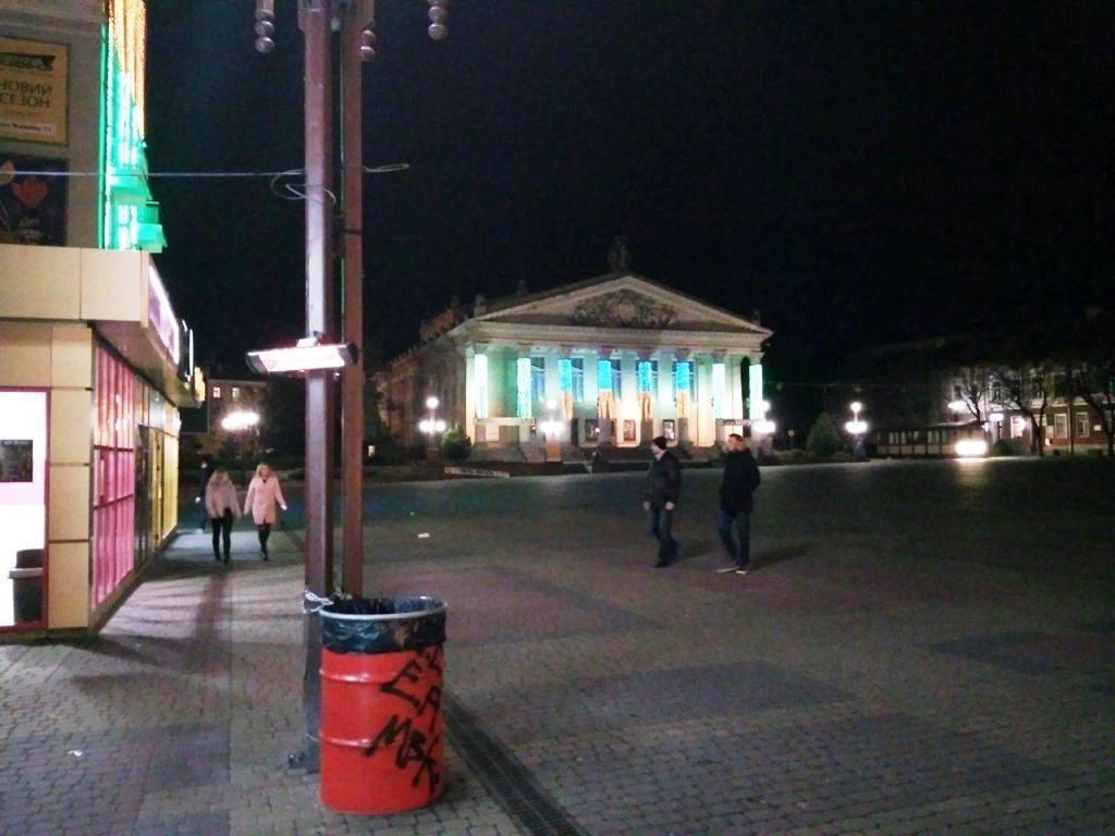 На Театральному майдані у Тернополі працює обігрівач (фото), фото-1