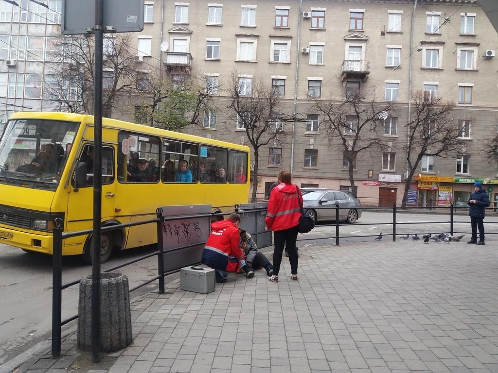 У центрі Тернополя лежав непритомний чоловік (фото), фото-2