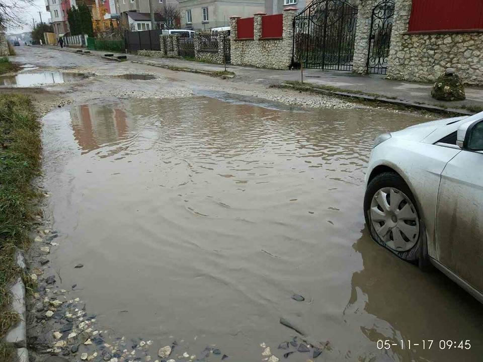 """""""Щодня у болоті"""": тернополяни нарікають, що через будови в припарковій зоні їхня вулиця перетворилася на місиво бруду (Фото, відео), фото-6"""
