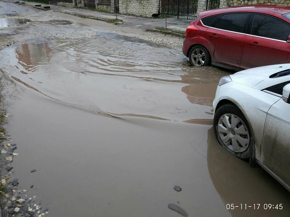 """""""Щодня у болоті"""": тернополяни нарікають, що через будови в припарковій зоні їхня вулиця перетворилася на місиво бруду (Фото, відео), фото-4"""