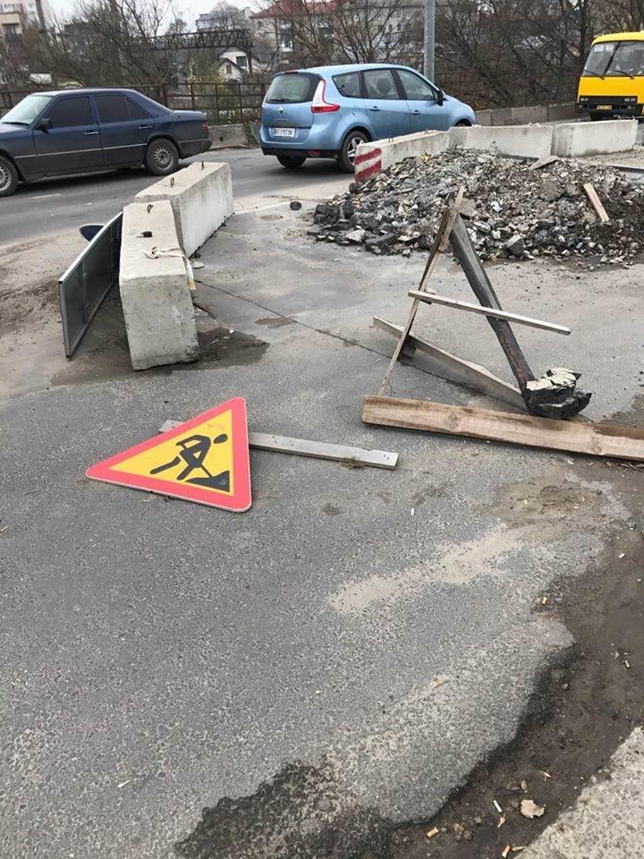 Сміття та калюжі: як виглядає ремонт мосту на Бродівській (фото), фото-2