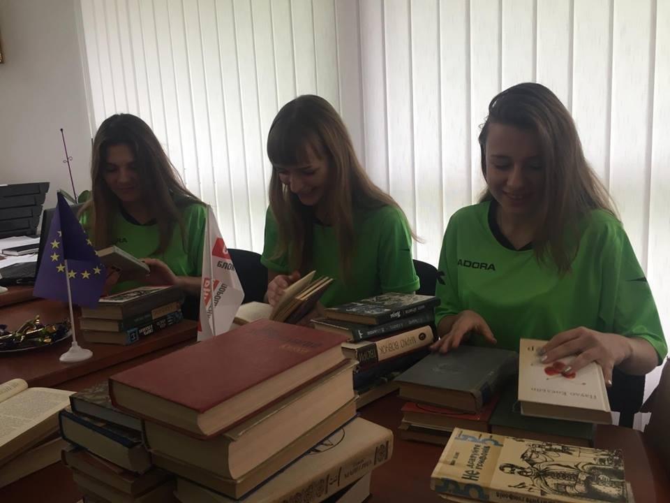 Учням Слов'янської школи № 11 подарували у Тернополі україномовні книги, фото-4