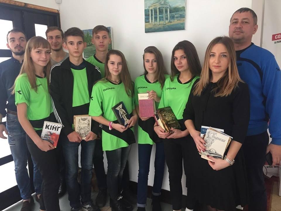 Учням Слов'янської школи № 11 подарували у Тернополі україномовні книги, фото-3