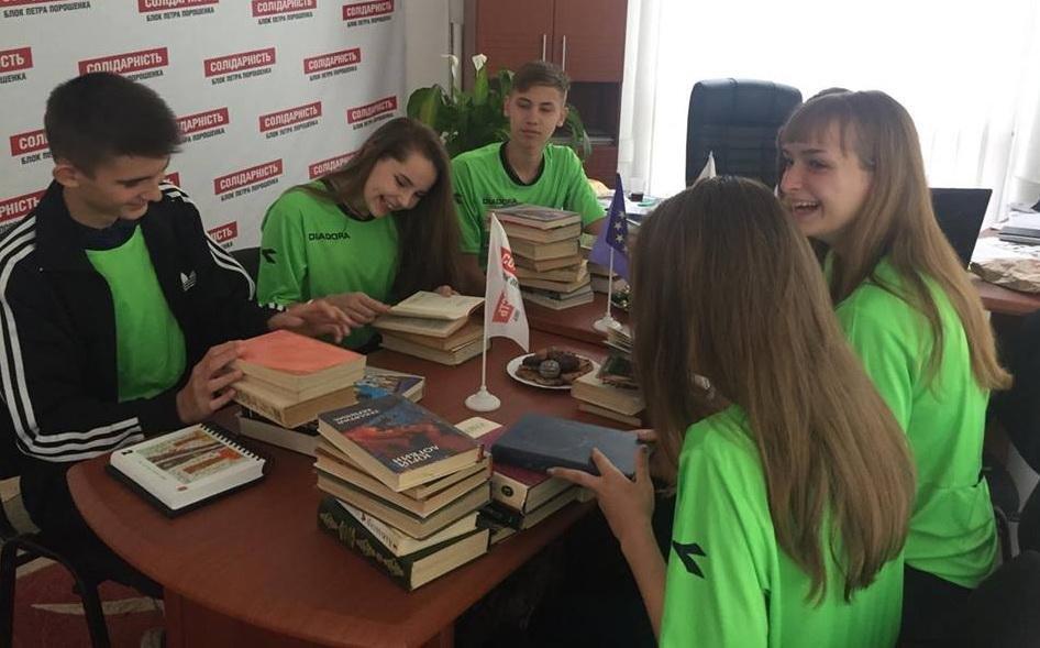 Учням Слов'янської школи № 11 подарували у Тернополі україномовні книги, фото-2