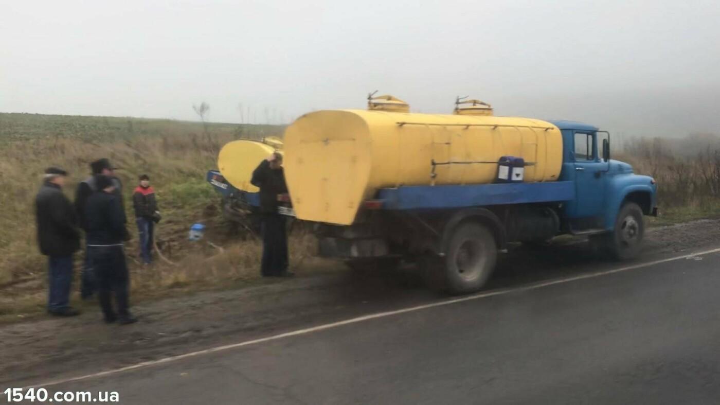 """На Тернопільщині сталася аварія: легківка зіткнулась із """"молоковозом"""" (фото), фото-2"""