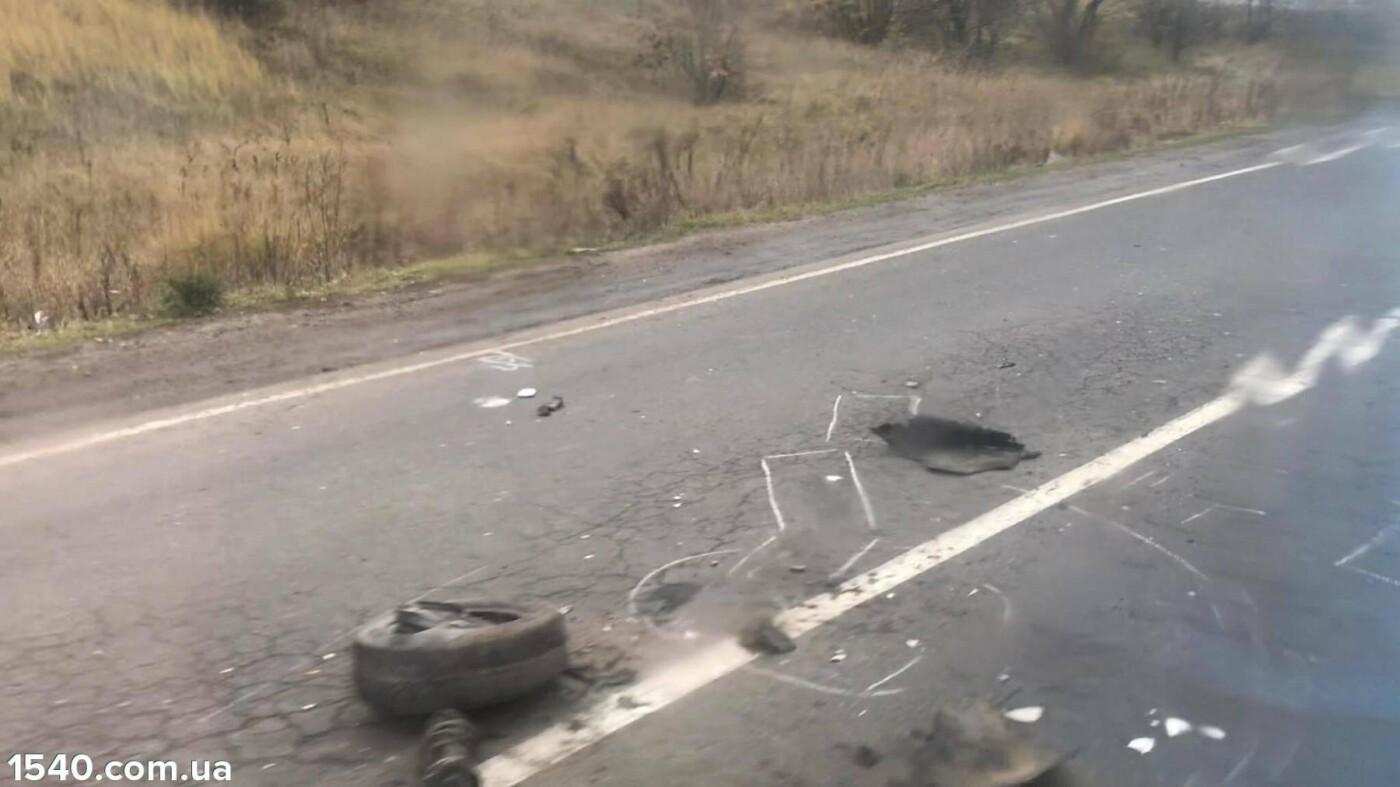 """На Тернопільщині сталася аварія: легківка зіткнулась із """"молоковозом"""" (фото), фото-4"""