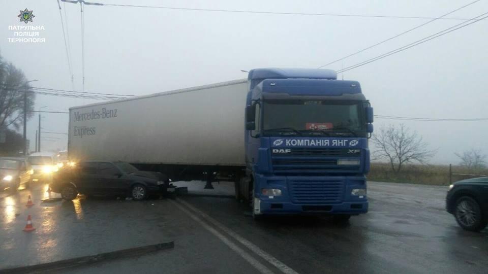 У Тернополі на Протасевича автівка влетіла під фуру (ФОТО), фото-2