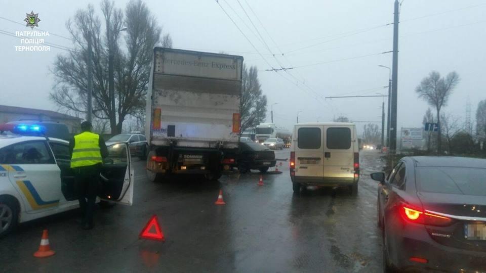 У Тернополі на Протасевича автівка влетіла під фуру (ФОТО), фото-3