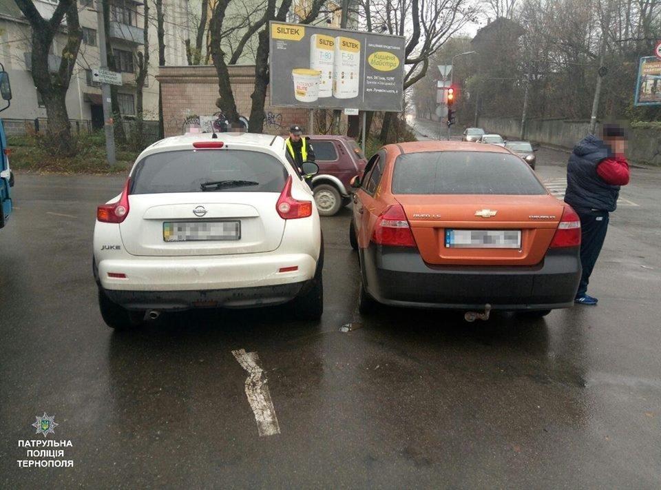 У Тернополі на Збаразькій зіштовхнулись два автомобілі (ФОТО), фото-1
