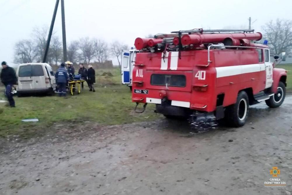 Рятувальники деблокували потерпілих із пошкодженого автомобіля внаслідок ДТП на Тернопільщині (ФОТО), фото-1
