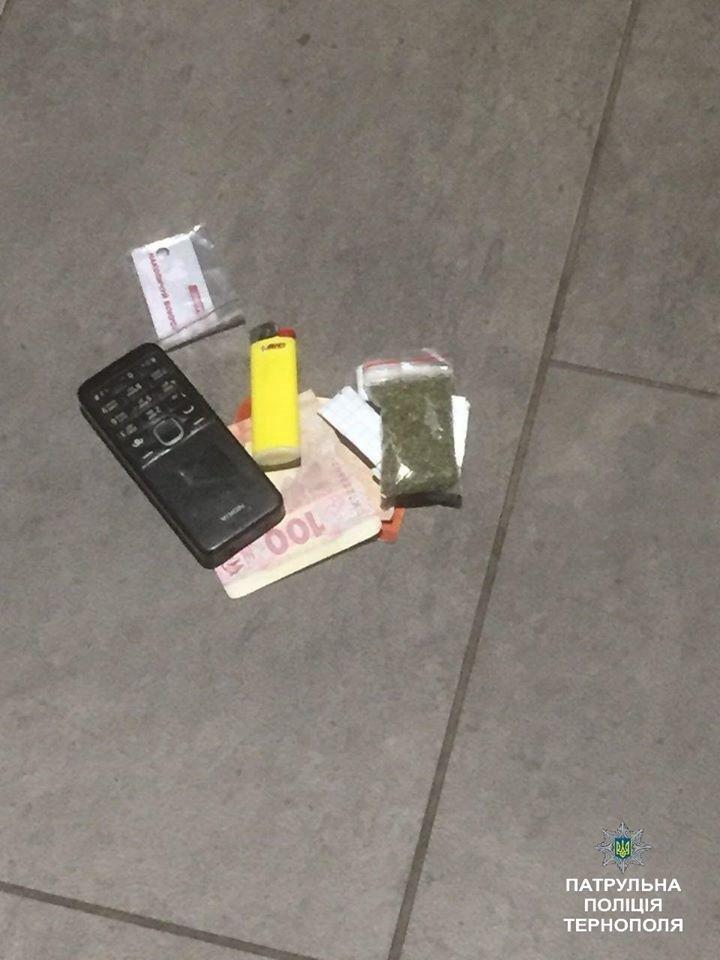 На тернопільському автовокзалі затримали чоловіка з невідомою речовиною (ФОТО), фото-2