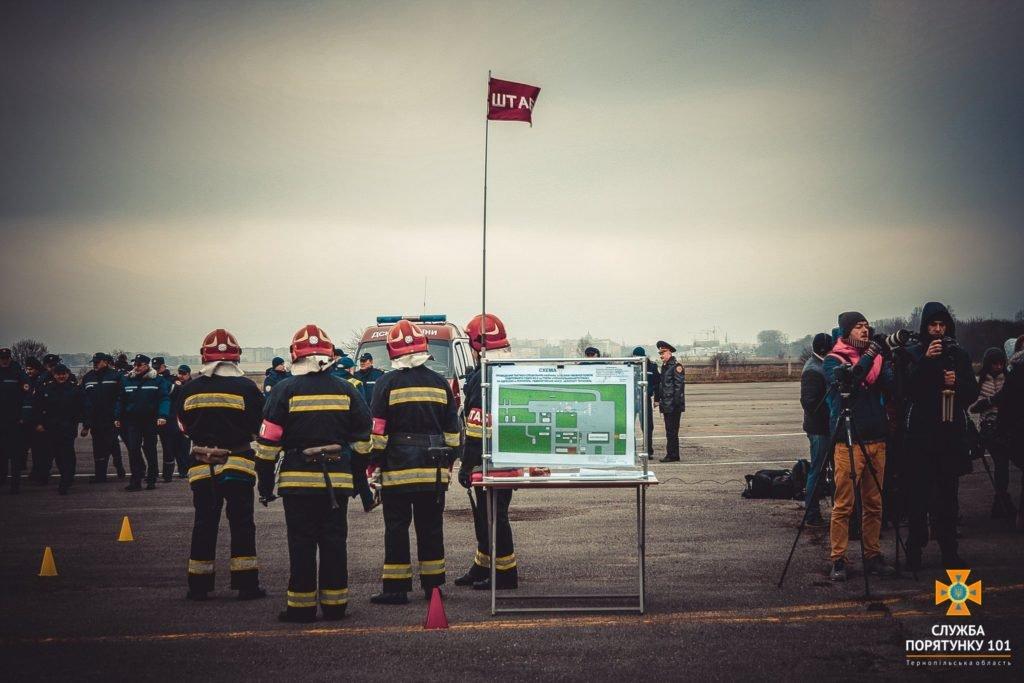 У Тернополі в аеропорті підпалили літак (фото), фото-5