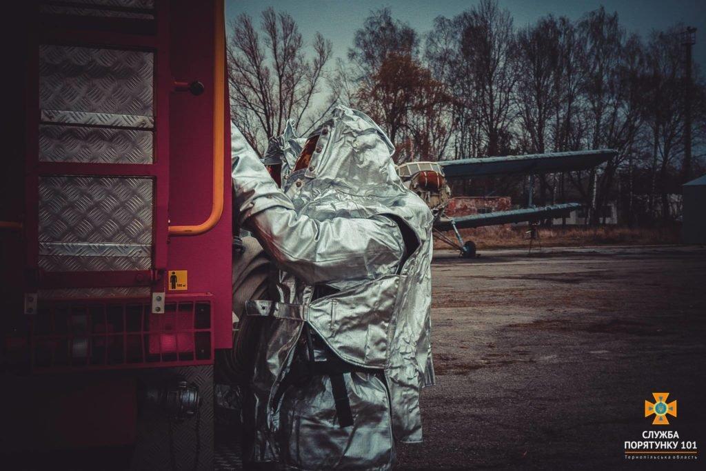У Тернополі в аеропорті підпалили літак (фото), фото-8