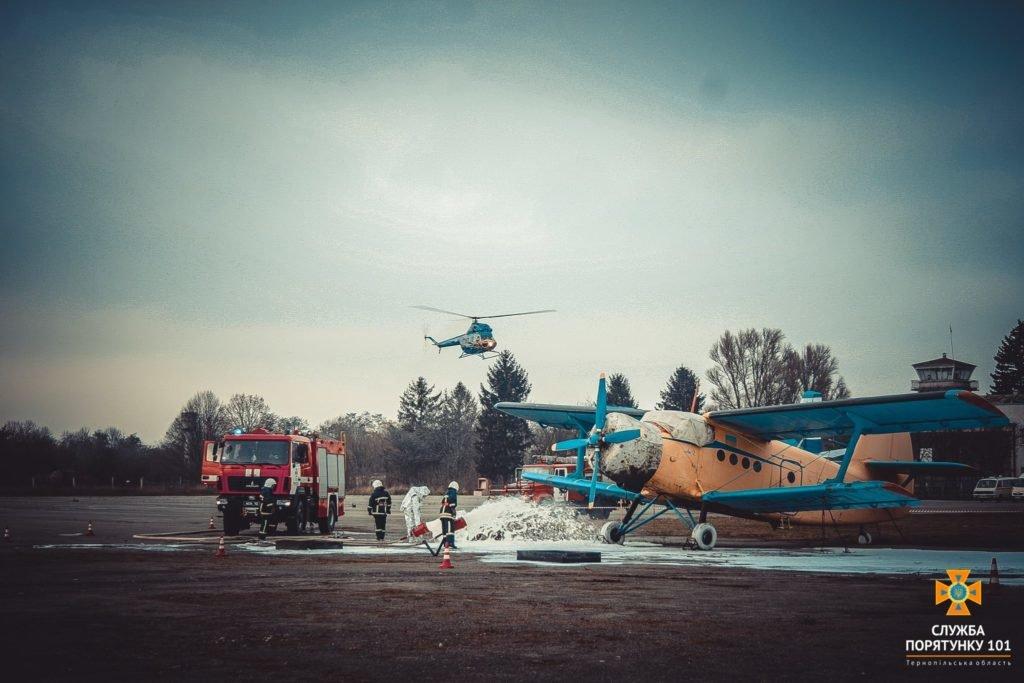 У Тернополі в аеропорті підпалили літак (фото), фото-10