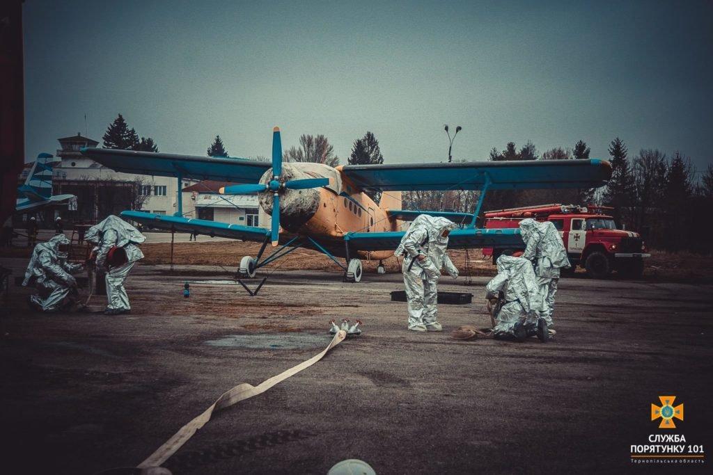 У Тернополі в аеропорті підпалили літак (фото), фото-11