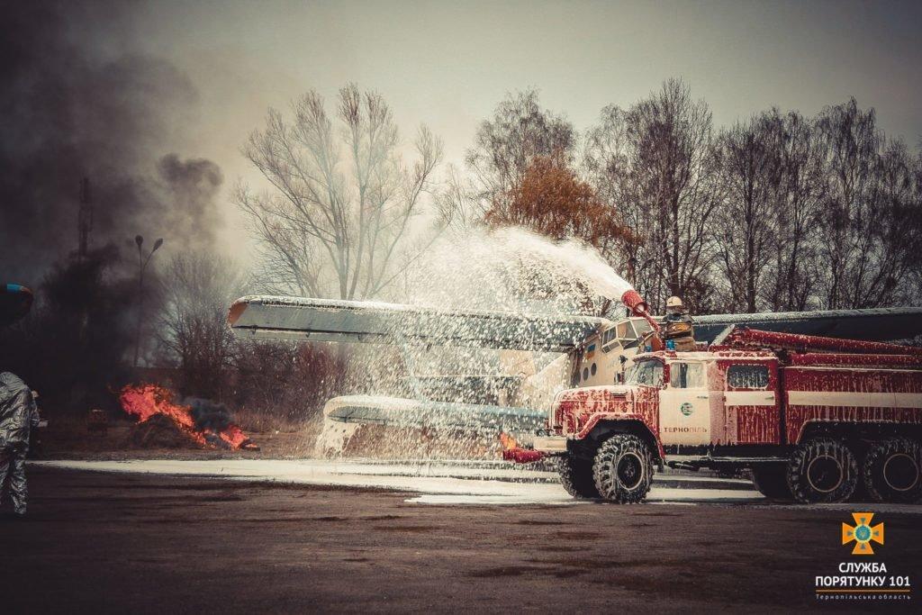 У Тернополі в аеропорті підпалили літак (фото), фото-13