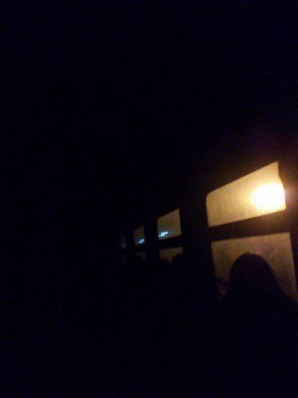 В холодному, брудному і темному вагоні Укрзалізниця везе тернополян до Львова (ФОТО), фото-2