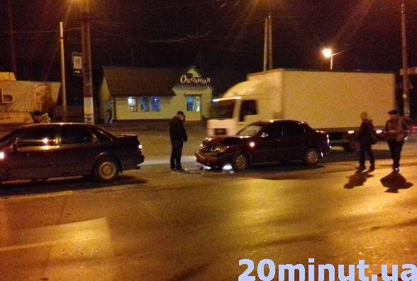 """У Тернополі ДТП: водій """"Daewoo"""" протаранив """"Volkswagen"""" (ФОТО+ВІДЕО), фото-1"""