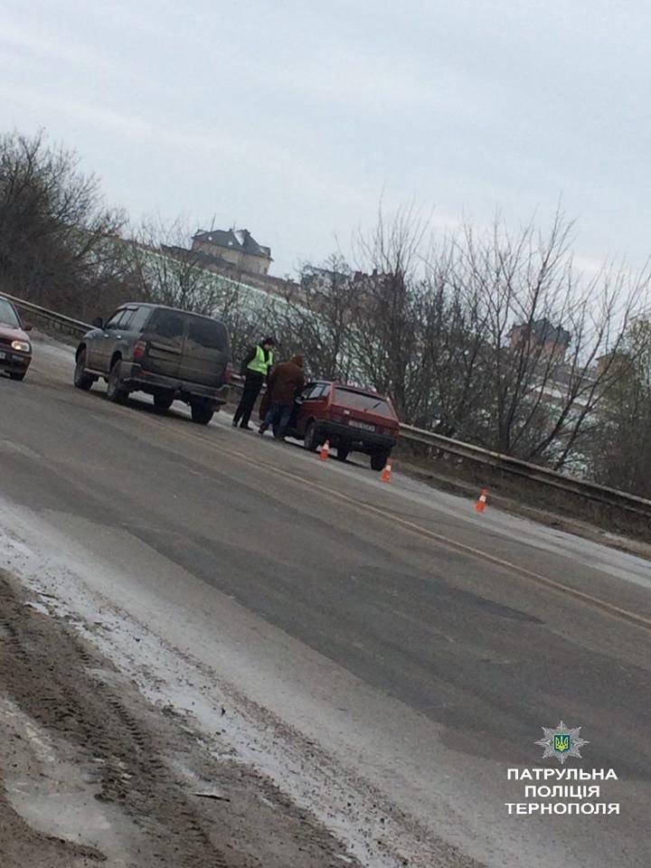 """У Тернополі п'яний водій """"ВАЗу"""" виїхав на зустрічну і """"врізався"""" в """"Мазду"""" (ФОТО), фото-1"""