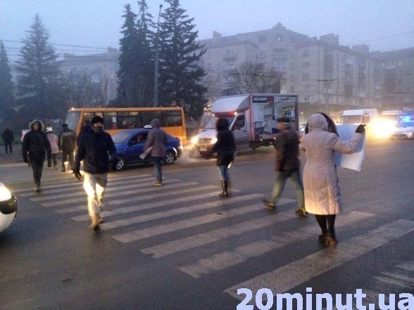 В Тернополі вранці перекривали центральну дорогу: люди проти забудови (фото, відео), фото-2