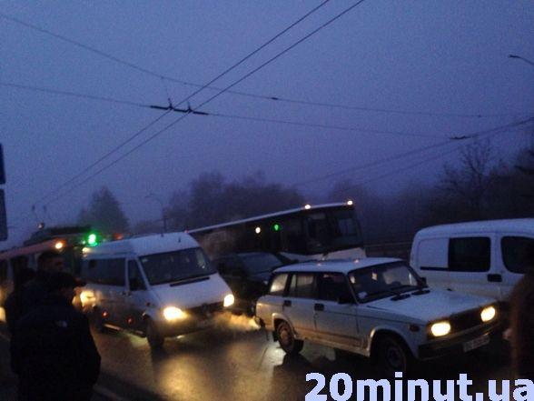В Тернополі вранці перекривали центральну дорогу: люди проти забудови (фото, відео), фото-3
