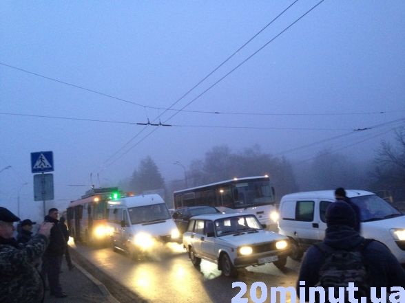 В Тернополі вранці перекривали центральну дорогу: люди проти забудови (фото, відео), фото-4