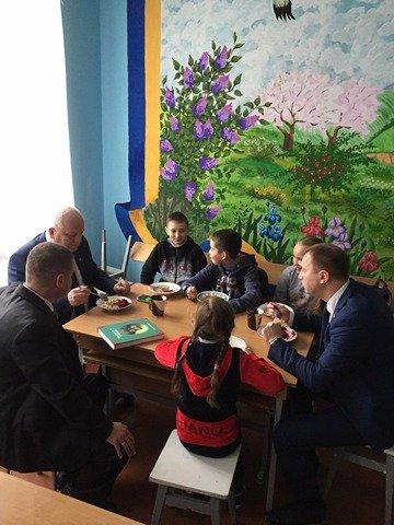 Степан Барна влаштував несподіванку для вчителів та учнів рідної школи (Фото), фото-1