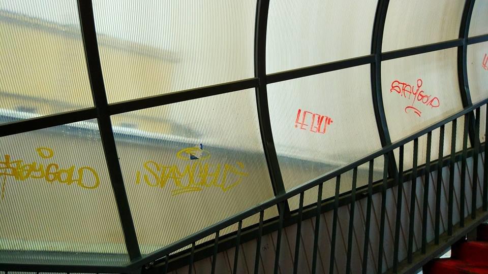 Міст біля тернопільського залізничного вокзалу знову постраждав від рук вандалів (фото), фото-3