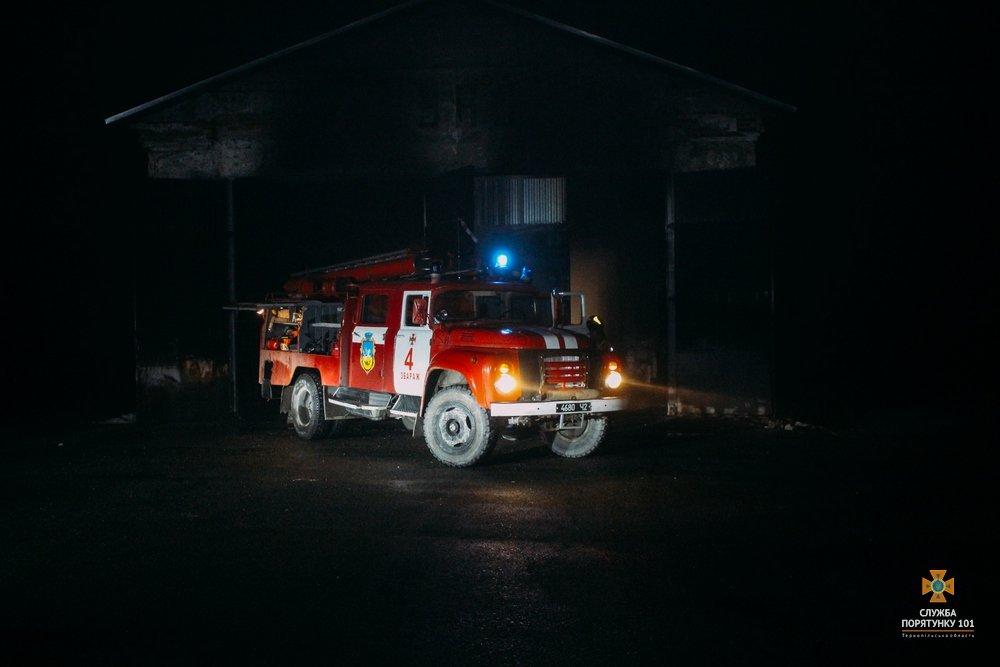 На Тернопільщині загорілися автобуси, один знищено вщент (Фото), фото-2