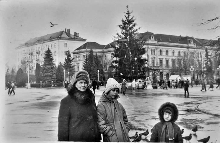 """Без """"хлівів"""", всюдисущого алкоголю та з живою ялинкою: як колись у Тернополі виглядав новорічний центральний майдан (Фото) , фото-1"""