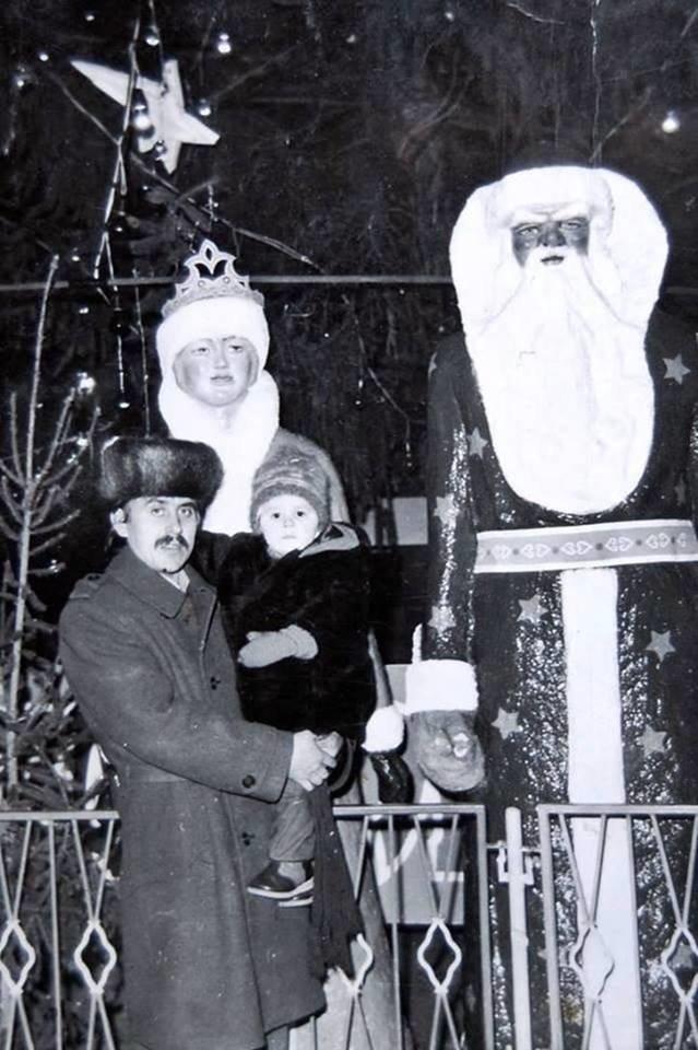 """Без """"хлівів"""", всюдисущого алкоголю та з живою ялинкою: як колись у Тернополі виглядав новорічний центральний майдан (Фото) , фото-15"""