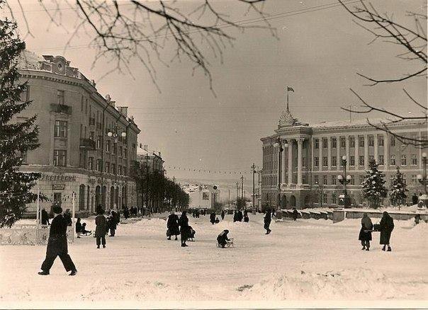 """Без """"хлівів"""", всюдисущого алкоголю та з живою ялинкою: як колись у Тернополі виглядав новорічний центральний майдан (Фото) , фото-4"""
