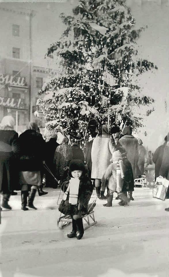 """Без """"хлівів"""", всюдисущого алкоголю та з живою ялинкою: як колись у Тернополі виглядав новорічний центральний майдан (Фото) , фото-11"""