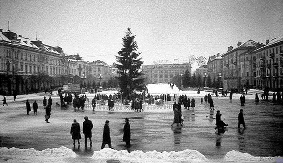 """Без """"хлівів"""", всюдисущого алкоголю та з живою ялинкою: як колись у Тернополі виглядав новорічний центральний майдан (Фото) , фото-9"""