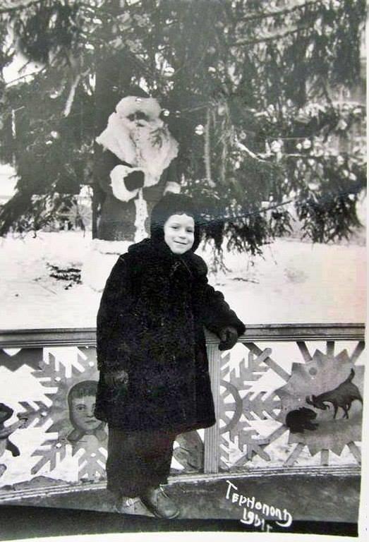 """Без """"хлівів"""", всюдисущого алкоголю та з живою ялинкою: як колись у Тернополі виглядав новорічний центральний майдан (Фото) , фото-14"""