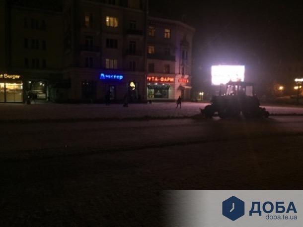 Комунальники розпочали прибирати Тернопіль від снігу (фото), фото-1