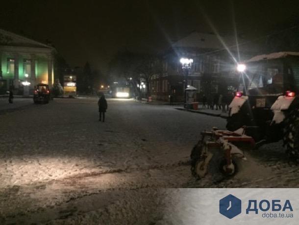 Комунальники розпочали прибирати Тернопіль від снігу (фото), фото-2