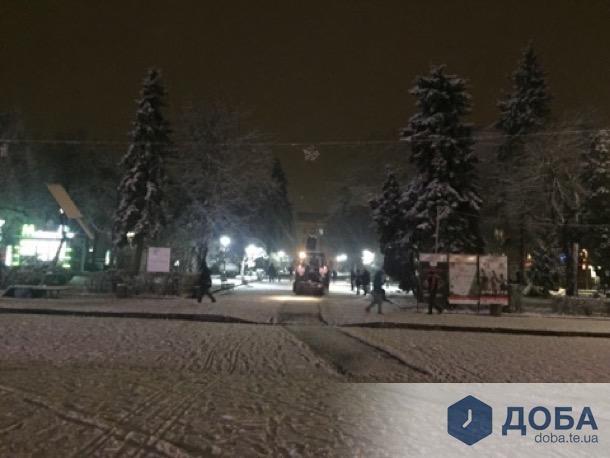 Комунальники розпочали прибирати Тернопіль від снігу (фото), фото-3
