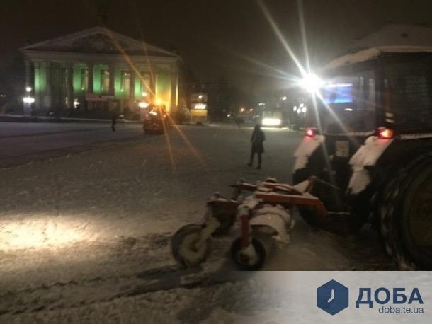 Комунальники розпочали прибирати Тернопіль від снігу (фото), фото-4