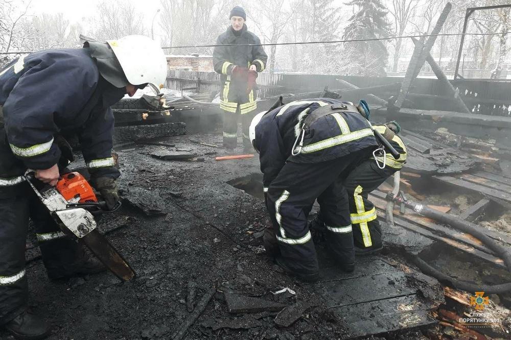 """У Тернополі на Микулинецькій пожежа на СТО: згоріла """"BMW"""" (ФОТО), фото-2"""