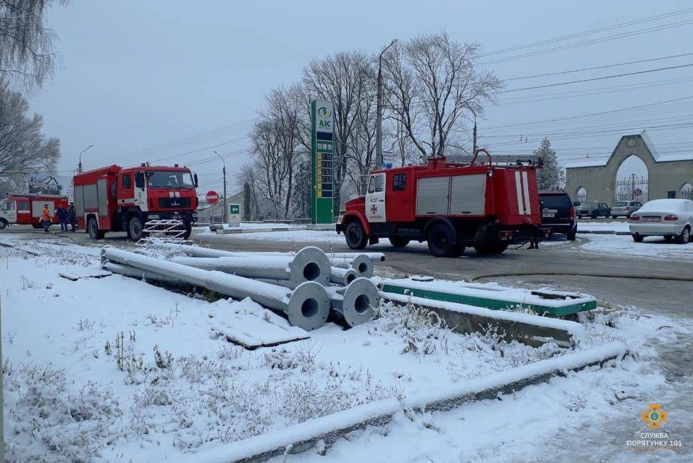"""У Тернополі на Микулинецькій пожежа на СТО: згоріла """"BMW"""" (ФОТО), фото-4"""