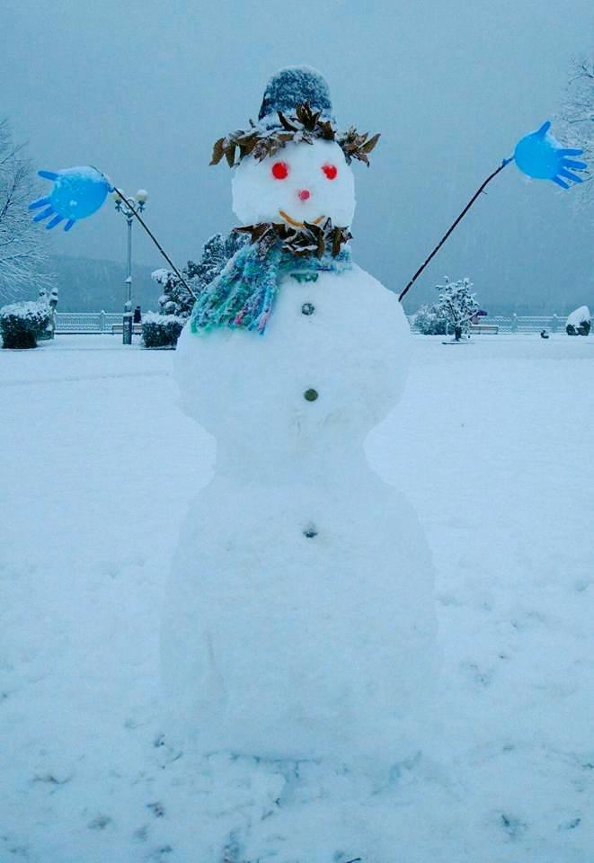 Доки комунальники чистять вулиці, тернополяни міряються сніговиками (фото), фото-1