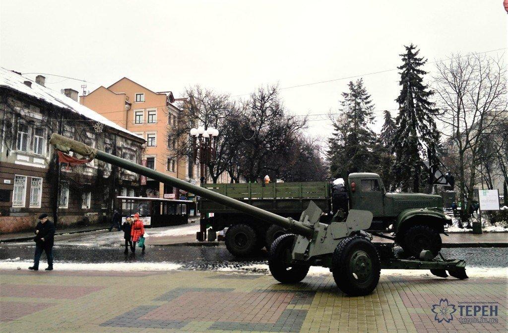 Тернополяни в центрі міста можуть побачити зброю та техніку з АТО (фото), фото-1