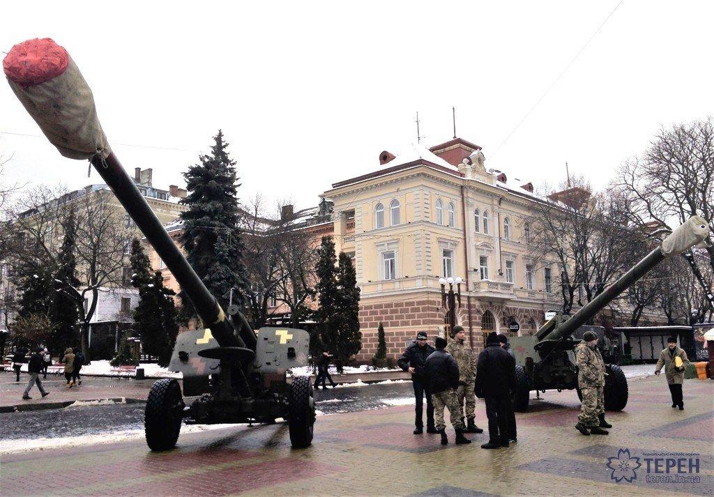 Тернополяни в центрі міста можуть побачити зброю та техніку з АТО (фото), фото-2