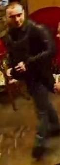 """Увага, розшукують злочинців!: у Тернополі в """"Оскарі"""" пограбували дівчину (ФОТО+ВІДЕО), фото-2"""