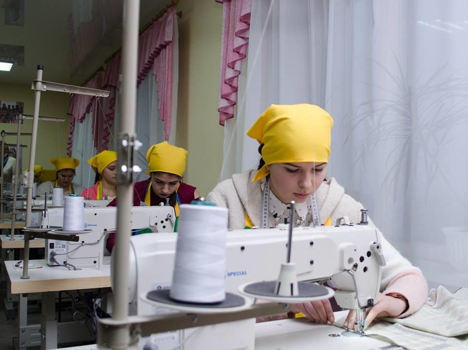 На базі Кременецького ліцею відкрили сучасну лабораторію для швачок (фото), фото-2