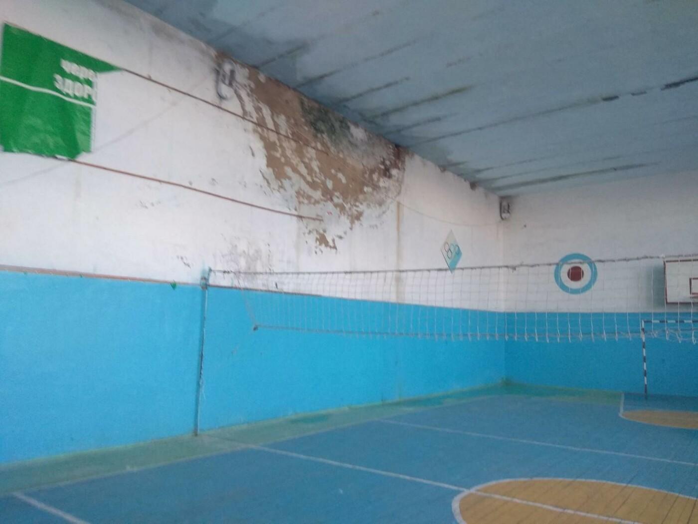 На Тернопільщині діти лишилися без спортзалу через сніг та дощ (відео, фото), фото-2