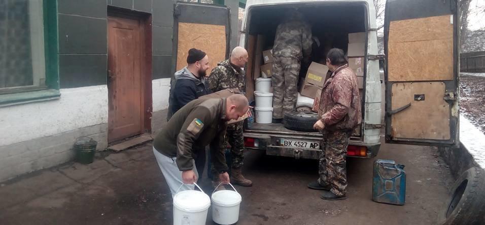 Тернопільські козаки відправили на фронт 5 тонн гуманітарної допомоги та автомобіль (ФОТО), фото-3