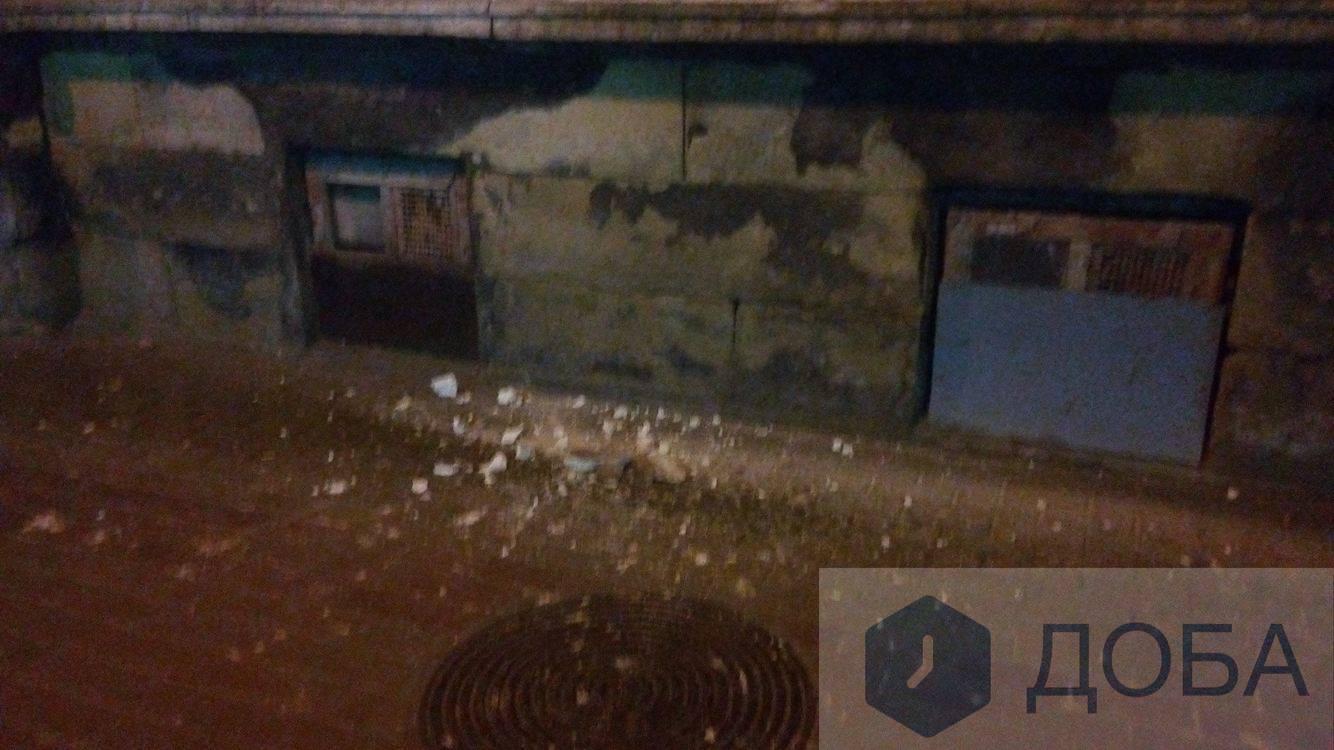 У центрі брили бетону падають на голови тернополян (фото), фото-1